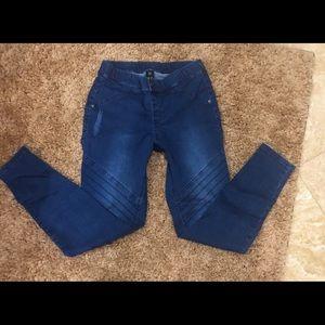 NWOT Moro style stretchy denim jeans. Slim fit.